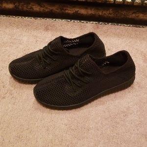 Qupid Mesh Tennis Shoes, sz. 8